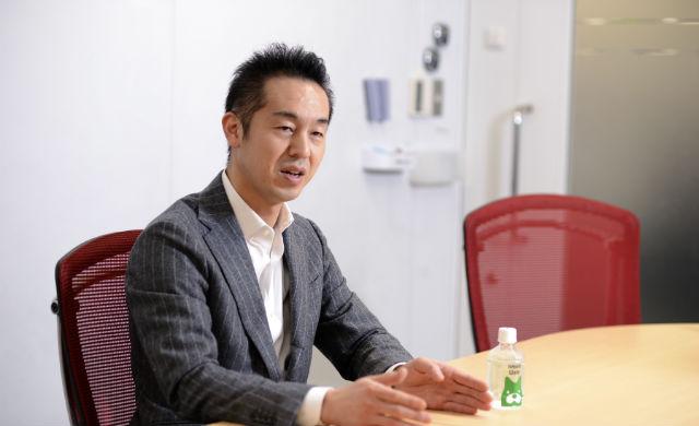インタビュー答える曽山氏_その1