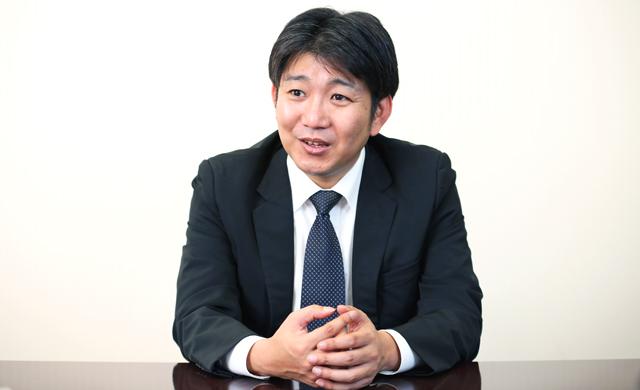 インタビューに答える宮原氏_その2